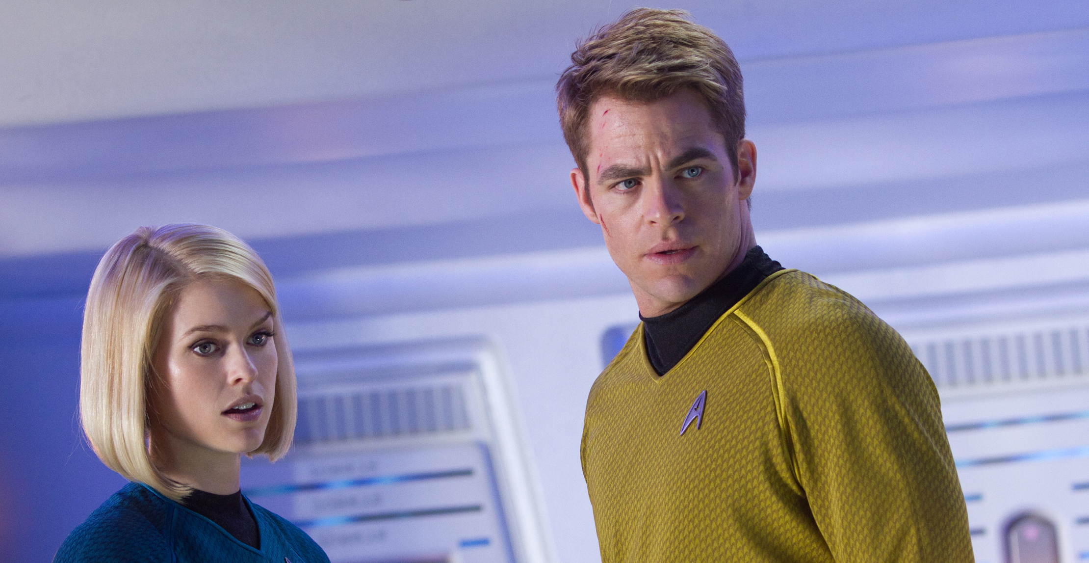 Star Trek Into Darkness Preview - Kirk (Chris Pine) und Alice Eve (Carol Marcus)