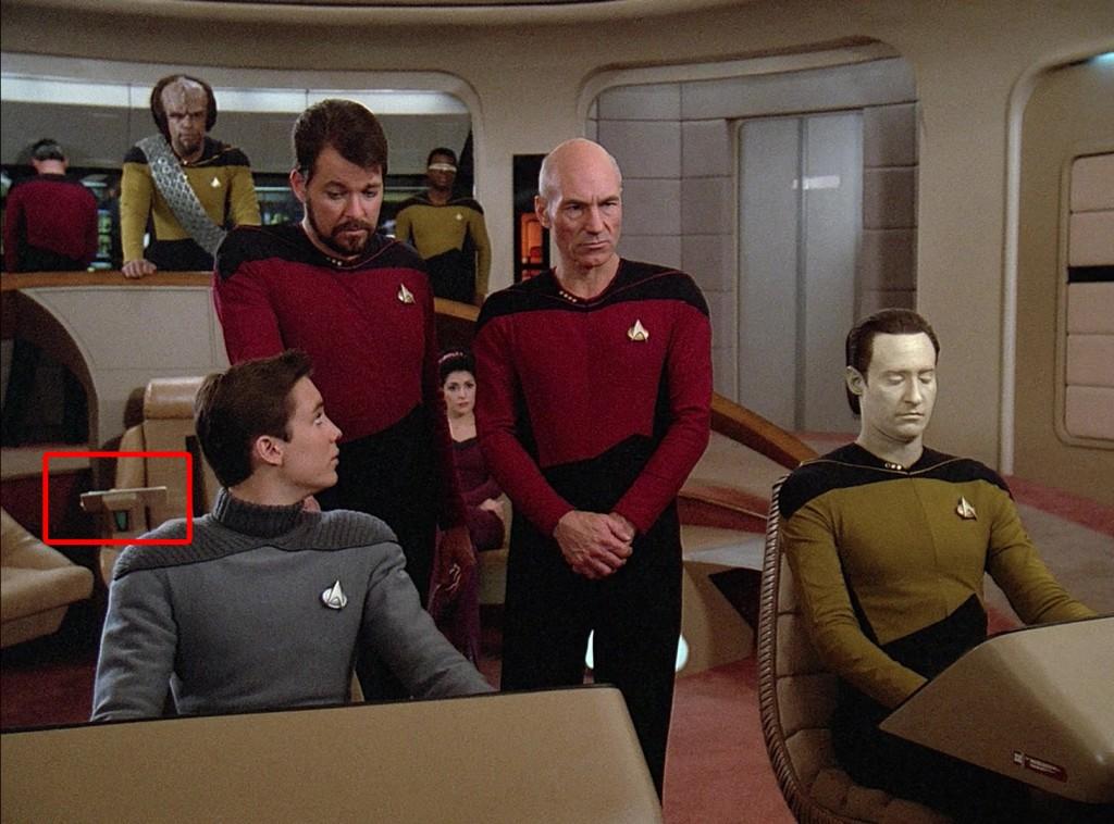 Vergessene Produktionsnotizen auf dem Stuhl des Captains (© CBS / Paramount)
