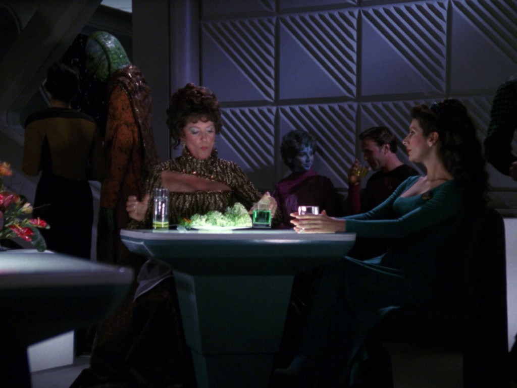 """Selay und Bolianer in Zehn Vorne (Screencap aus """"Die Damen Troi"""", Quelle: Trekcore.com) © CBS/Paramount"""