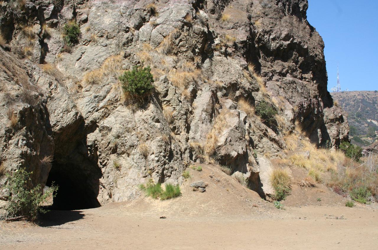 Bronson Caves auf der Ostseite des Canyons. Foto: Christian Hinze
