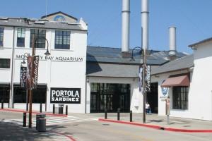 Der Eingang zum Monterey Bay Aquarium (Foto: Christian Hinze)