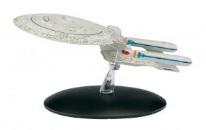 Das Modell der Enterprise D kommt mit einem speziellen Podest.