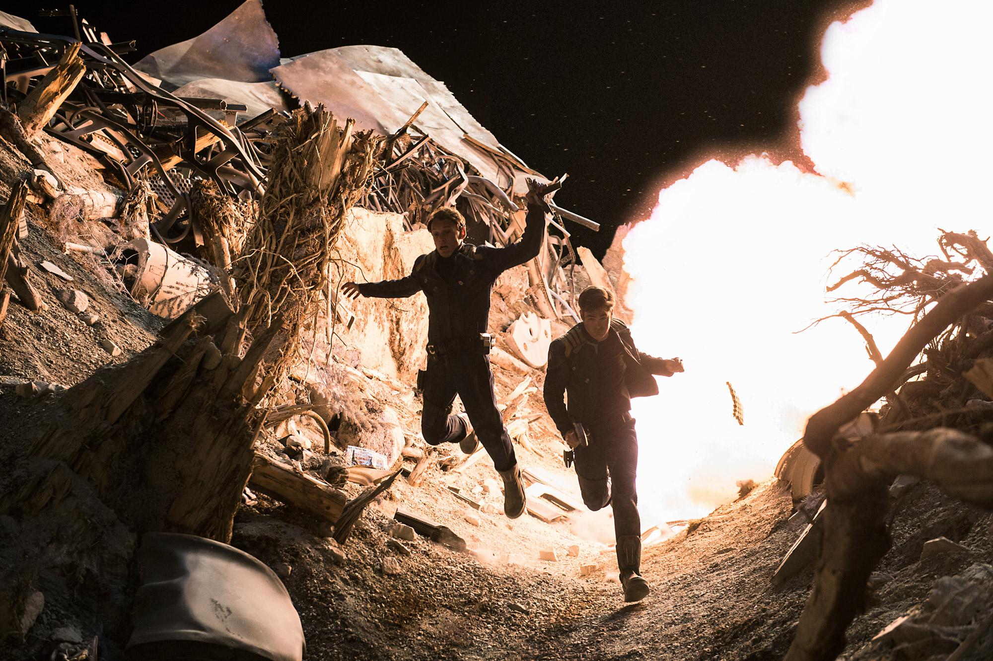 Kirk und Chekov auf der Flucht. Foto: Paramount Pictures