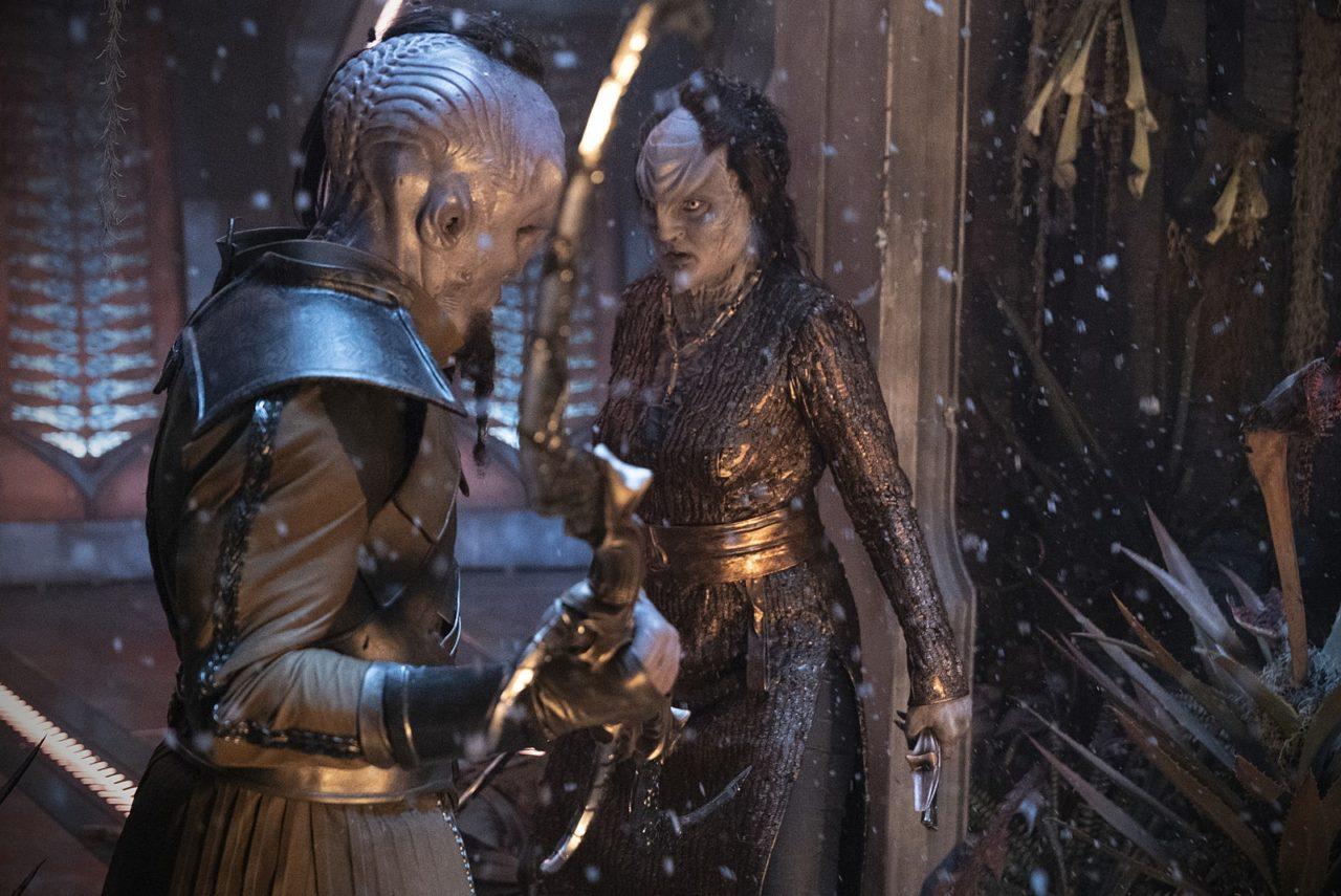 L'Rell nimmt es mit einem klingonischen Widersacher auf. © 2018 CBS Interactive. All Rights Reserved.